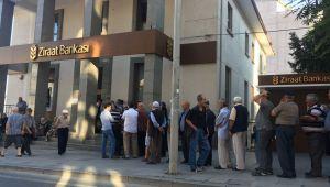 Silivri'deki bankalarda maaş kuyruğu