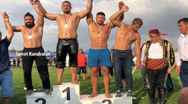 Bayburtlu'nun güreşçisi madalya kazandı