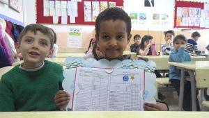 Etiyopyalı öğrencinin karne sevinci