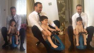 Başkan Yılmaz oğlu Efe ile scootera bindi