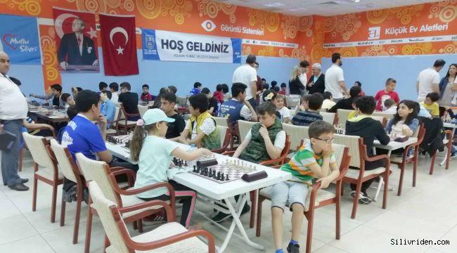 Satranç Turnuvasında Kıyasıya Yarış