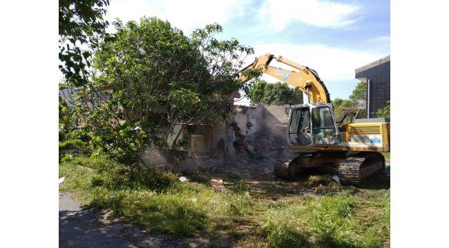 Belediye metruk yapıların yıkımını gerçekleştirdi