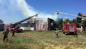 Büyükkılıçlı'da iki katlı bina yandı