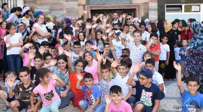 Başkan Yılmaz'dan 22 bin çocuğa bayramlık