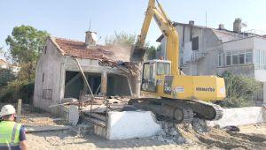 Mimarsinan Mahallesi'ndeki metruk bina yıkıldı