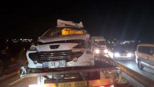 Bariyerlere saplandı: 2 ölü 3 yaralı