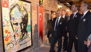 Birbirinden güzel Atatürk resimleri bu sergide