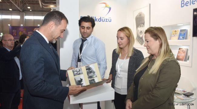 Volkan Yılmaz, İstanbul Kitap Fuarı'nı ziyaret etti
