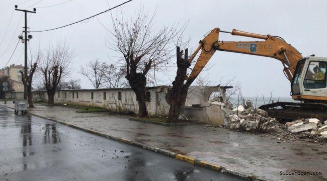 Selimpaşa sahildeki metruk yapılar yıkıldı