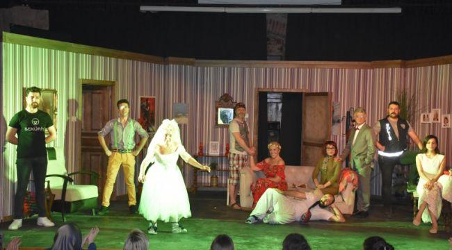 3+1 Zombili tiyatro oyunu yoğun ilgi gördü