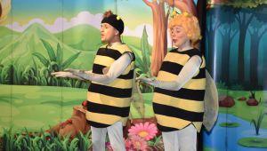 Arı Maya eğlendirdi