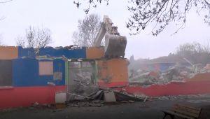 Depremde hasar gören okullar yıkılıyor