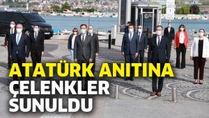 Atatürk Anıtına çelenkler sunuldu