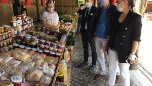 Esen, köy pazarını ziyaret etti