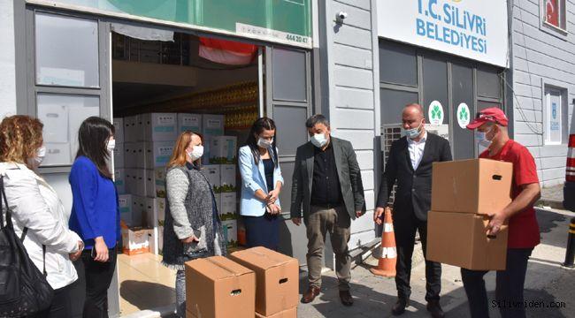 MHP'den Gıda Bankasına 100 koli yardım