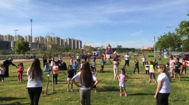 Silivri'de çocuklar açık havada spor yapıyor