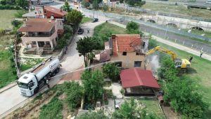 Tehlike arz eden binalar yıkılıyor