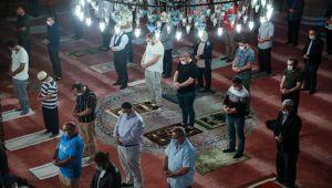 Uzun bir aradan sonra sabaha namazı cemaatle kılındı