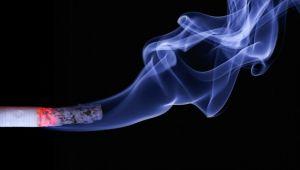 Sigara içmek bel ağrısını tetikleyebilir