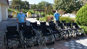 15 Hastaya tekerlekli sandalye desteği