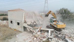 Güvenlik tehlikesi oluşturan metruk bina yıkıldı