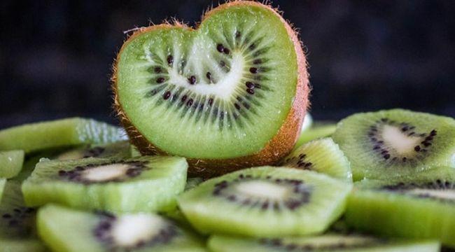 Mutluluk veren yiyecekler neler kivi o besinlerden biri