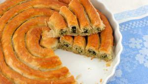 Gelinim Mutfakta Ispanaklı kol böreği nasıl yapılır, malzemeleri neler? Ispanaklı kol böreği tarifi!