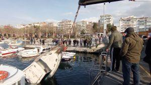 Silivri'de batan tekne güçlükle çıkartıldı