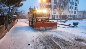 Silivri Belediyesi tüm mahallelerde karla mücadele ediyor