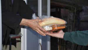 Silivri Belediyesi iftarlık sıcak yemek dağıtıyor