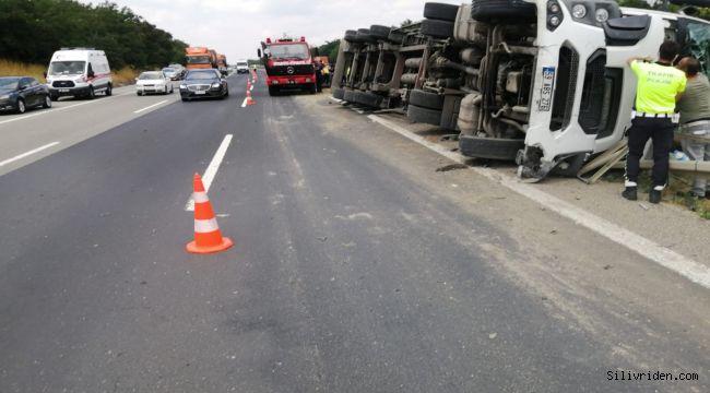 Freni boşalan tır otomobile çarptı: 6 kişi yaralandı