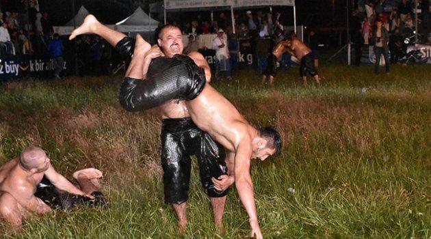 Silivri'de gece güreşleri muhteşemdi